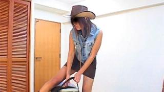 タイトなミニスカートで乗馬やロデオマシーンに乗った時のパンチラ