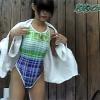 人妻はワンピースの水着を着がちだけどトイレではオッパイ丸出しでオシッコをするしかない。